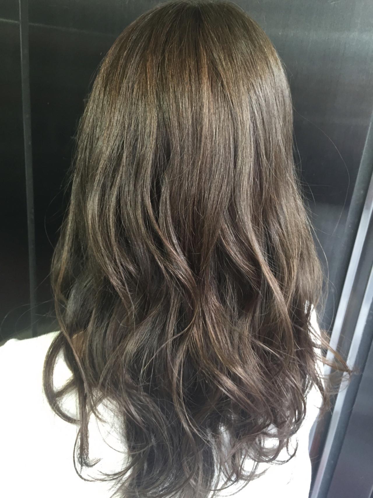 波ウェーブ オリーブアッシュ ガーリー セミロング ヘアスタイルや髪型の写真・画像