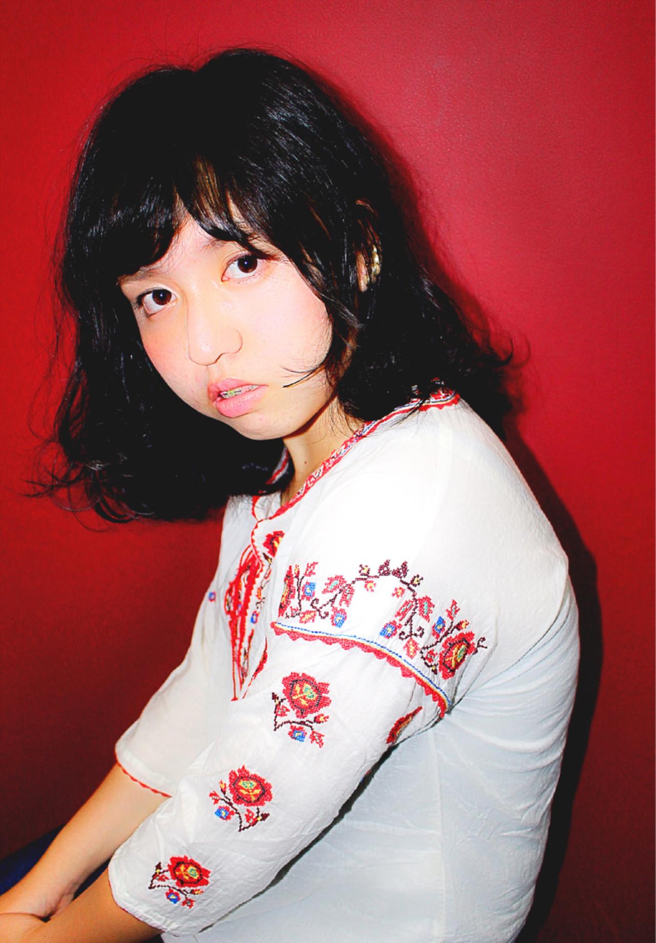 黒髪×ミディアム×パーマは色気たっぷりのおフェロスタイルに♡ 竹原あやか