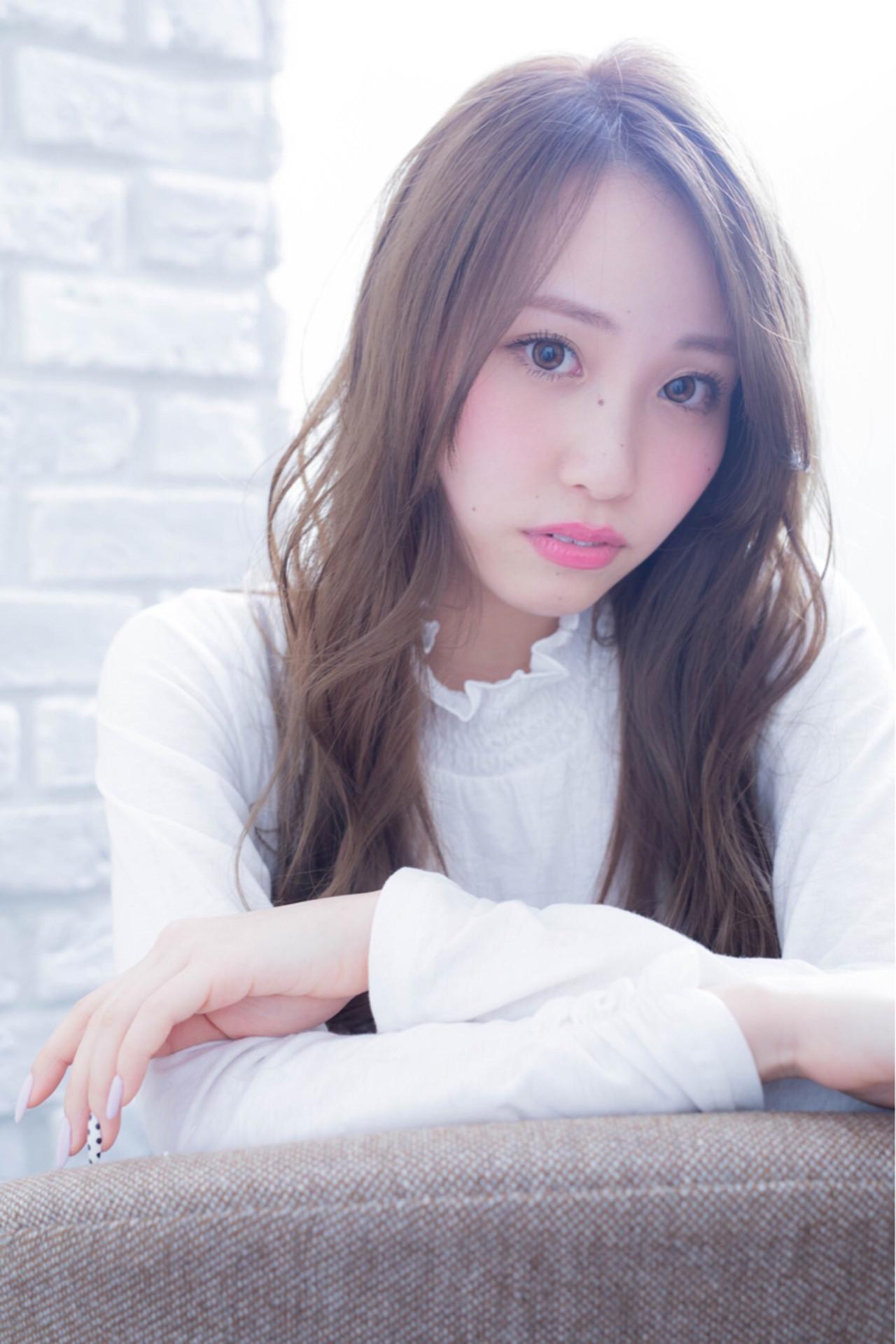 大人かわいい ミルクティー 色気 フェミニン ヘアスタイルや髪型の写真・画像