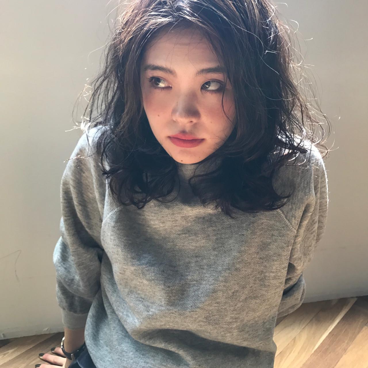 黒髪×ミディアム×パーマは色気たっぷりのおフェロスタイルに♡ YUKINA / HOMIE TOKYO
