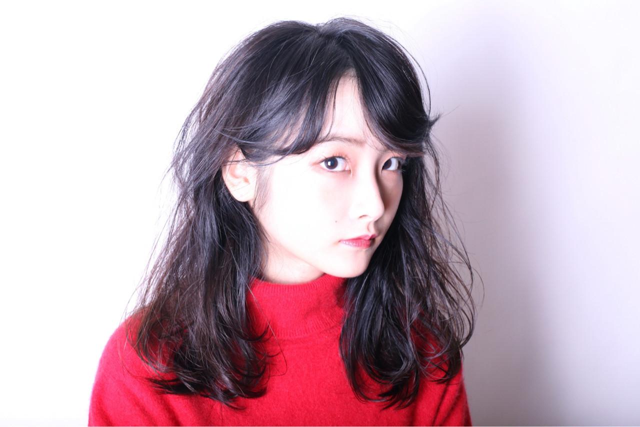 黒髪×ミディアム×パーマは色気たっぷりのおフェロスタイルに♡ RUI