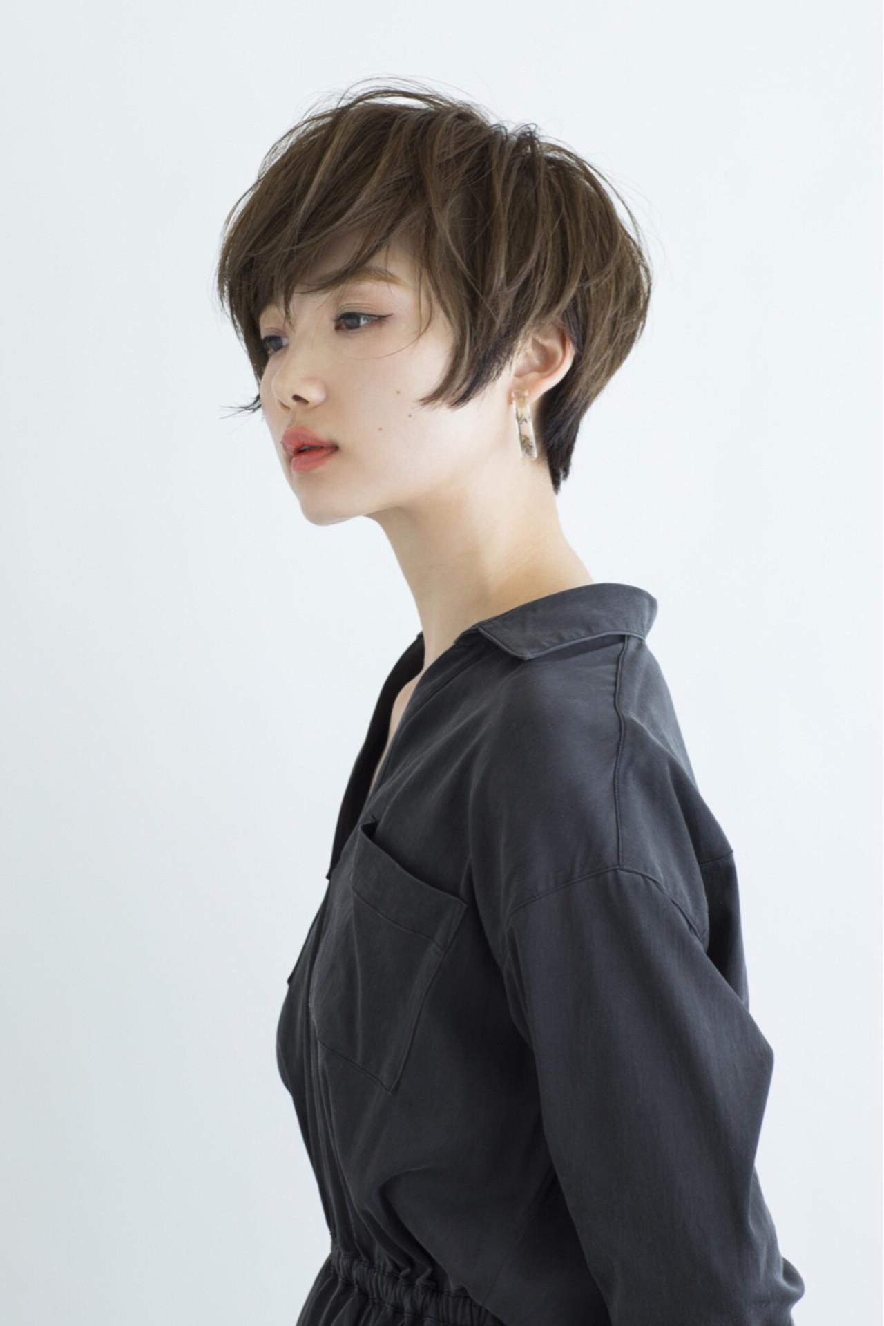 大人かわいい ミルクティー ナチュラル ショート ヘアスタイルや髪型の写真・画像