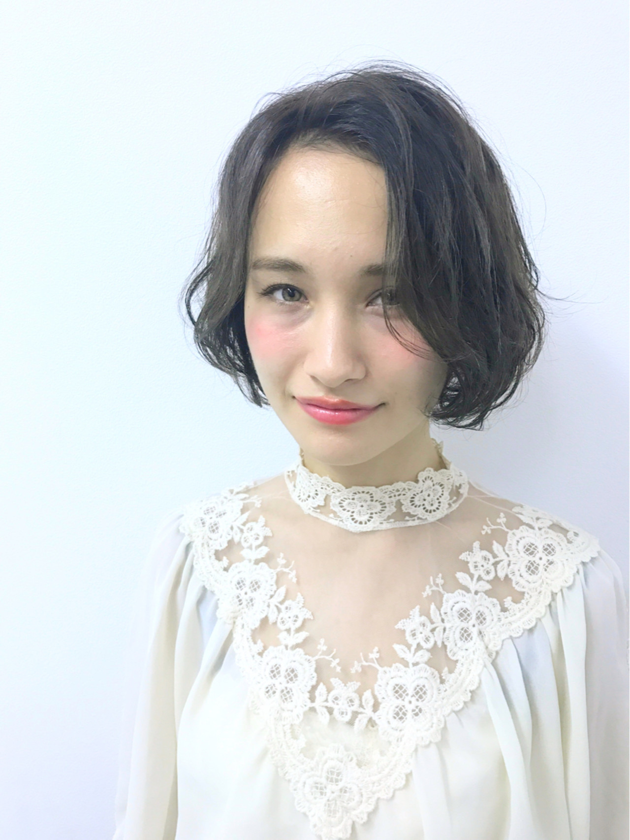 幼いなんて言わせない!丸顔さんに似合うショートボブとは 斎藤 菜穂