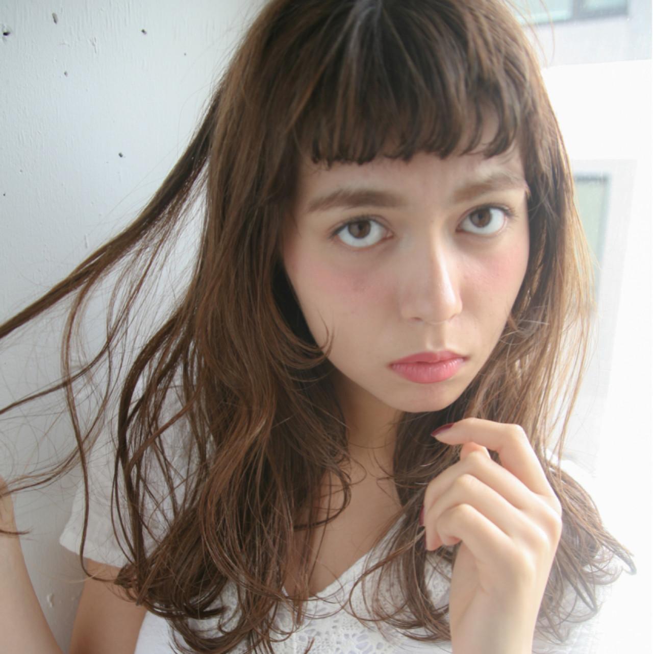 ワイドバング ハイライト ガーリー フェミニン ヘアスタイルや髪型の写真・画像