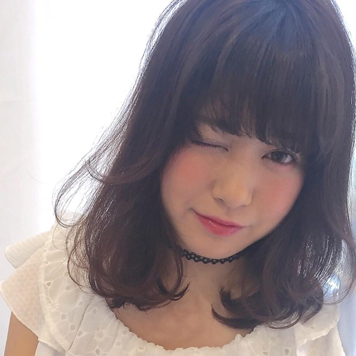 前髪アレンジ術「天使の羽バング」でおフェロな雰囲気を振りまいて♡