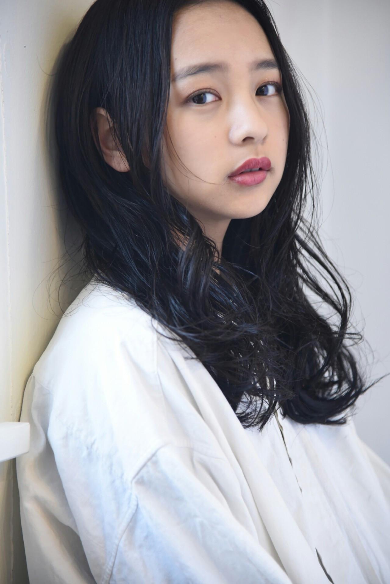 黒髪 フェミニン センターパート 透明感 ヘアスタイルや髪型の写真・画像