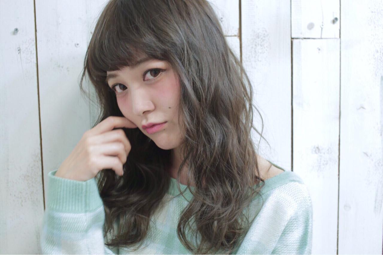 かわいい アッシュ 外国人風 グレージュ ヘアスタイルや髪型の写真・画像