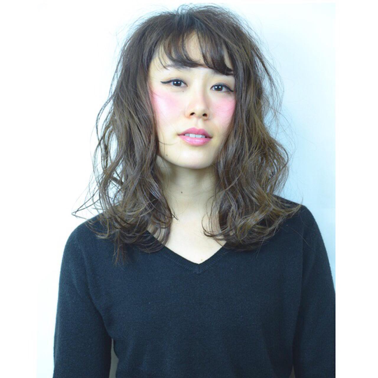 セミロング ナチュラル アッシュ 透明感 ヘアスタイルや髪型の写真・画像