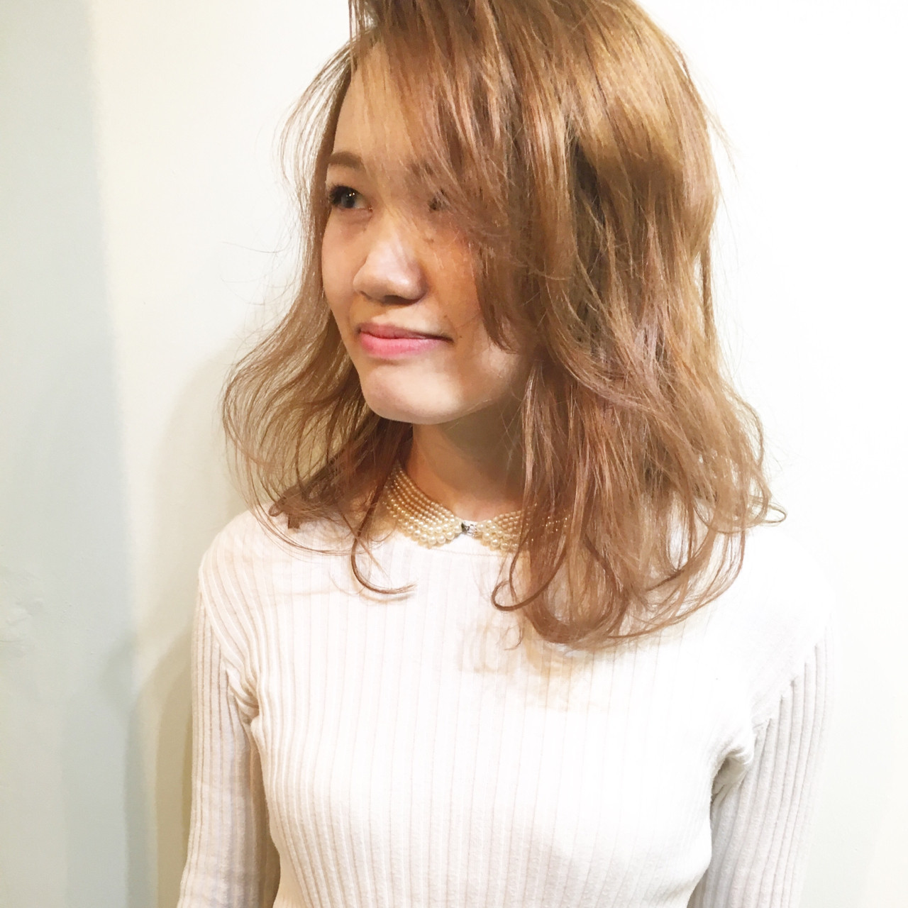 髪型で魅せる大人レディの艶やかさ。アラサー女子に贈るセミロング講座 COM PASS タイチ