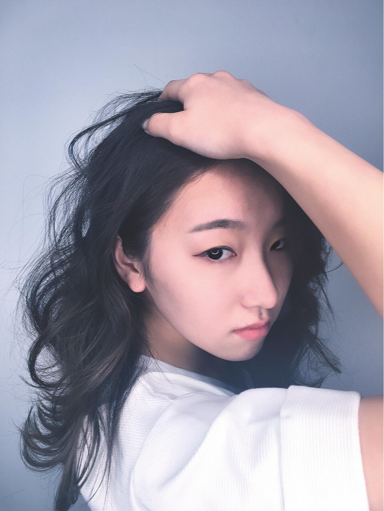 ロング 外ハネ 外国人風 黒髪 ヘアスタイルや髪型の写真・画像