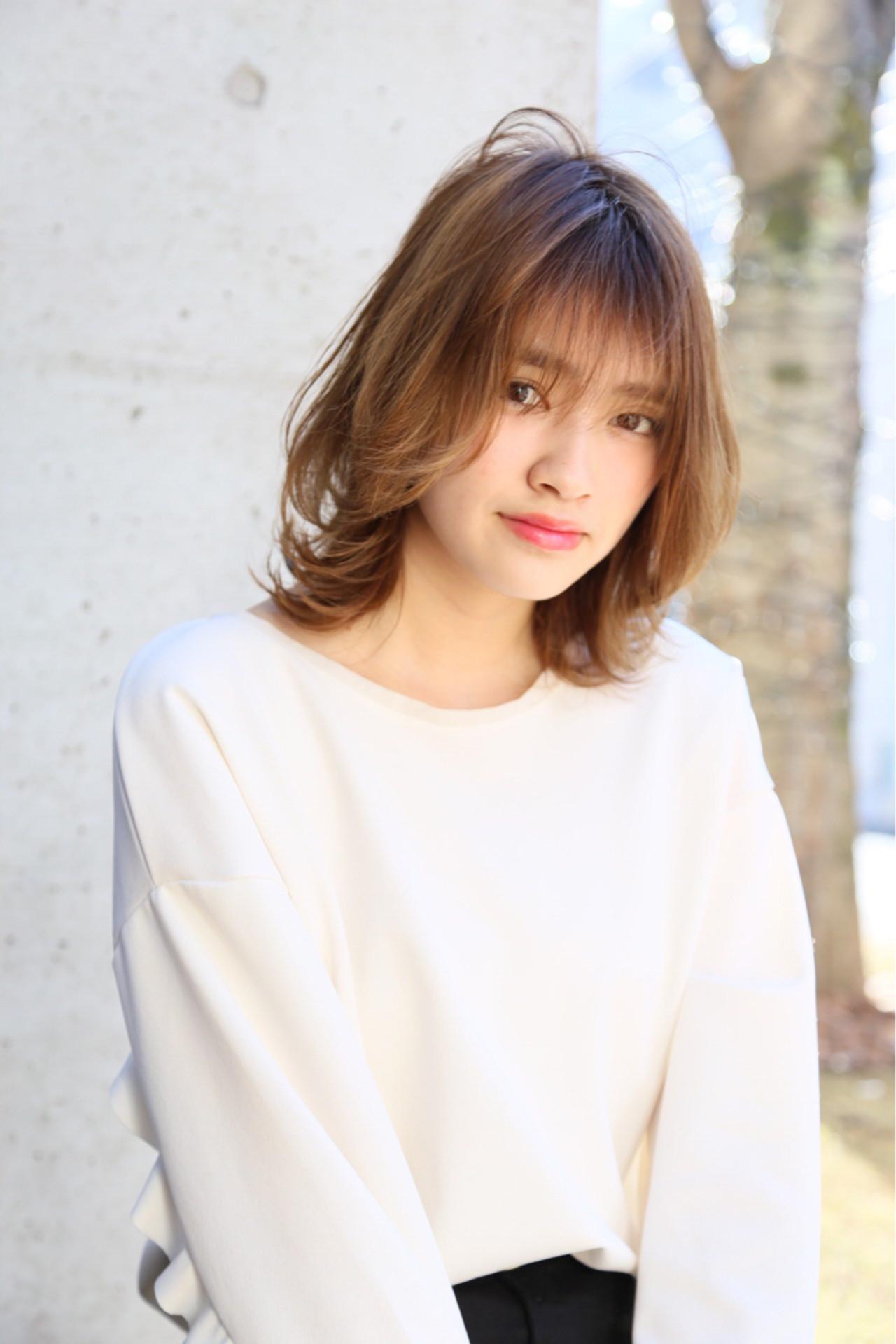 """シンプルに女子力アップ♡軽やかヘアでこなれ感を出すなら""""シースルー""""で決まり! 高岡茉由  ROENA"""