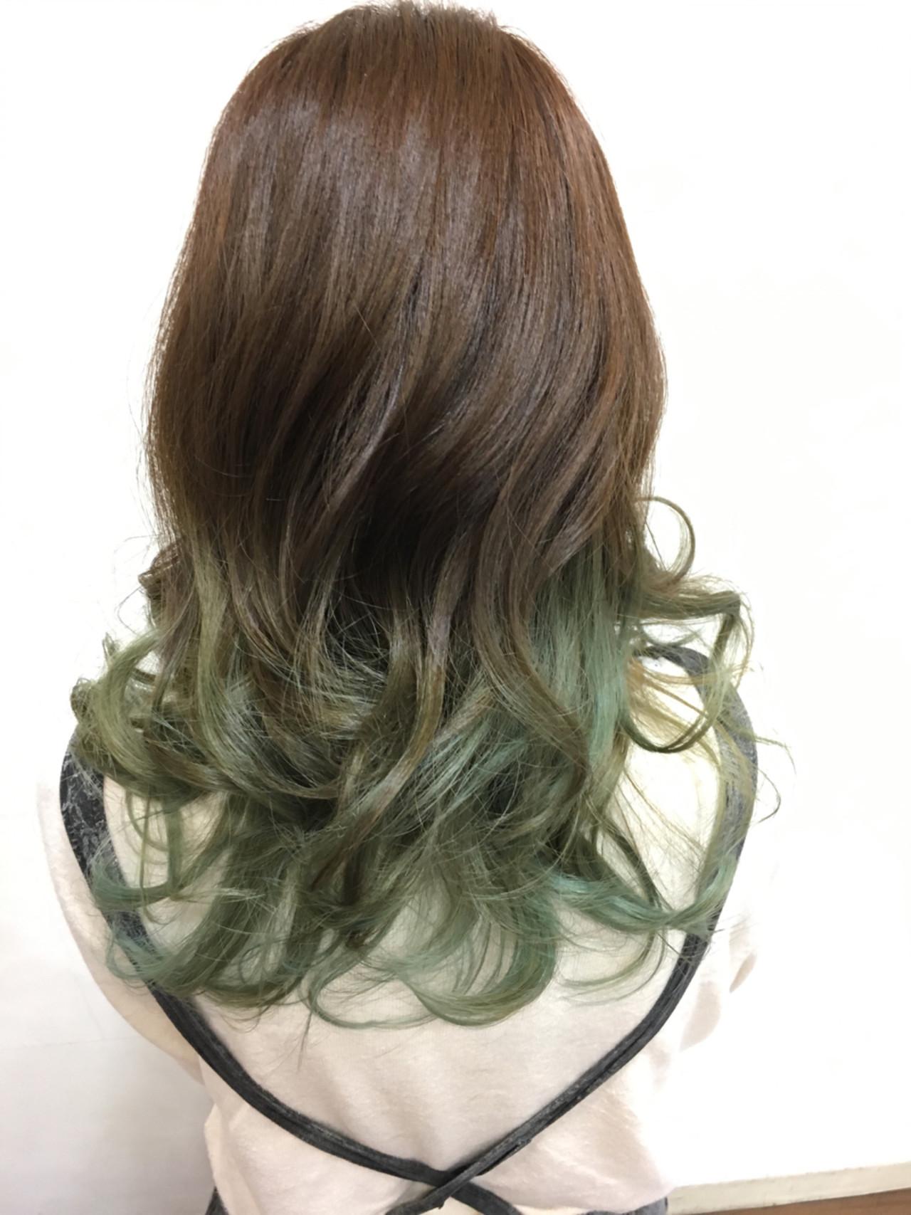 グラデーションカラー ストリート セミロング ヘアスタイルや髪型の写真・画像