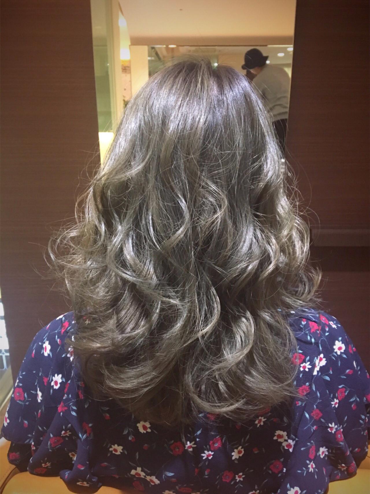 ミディアム 透明感 マット オリーブアッシュ ヘアスタイルや髪型の写真・画像