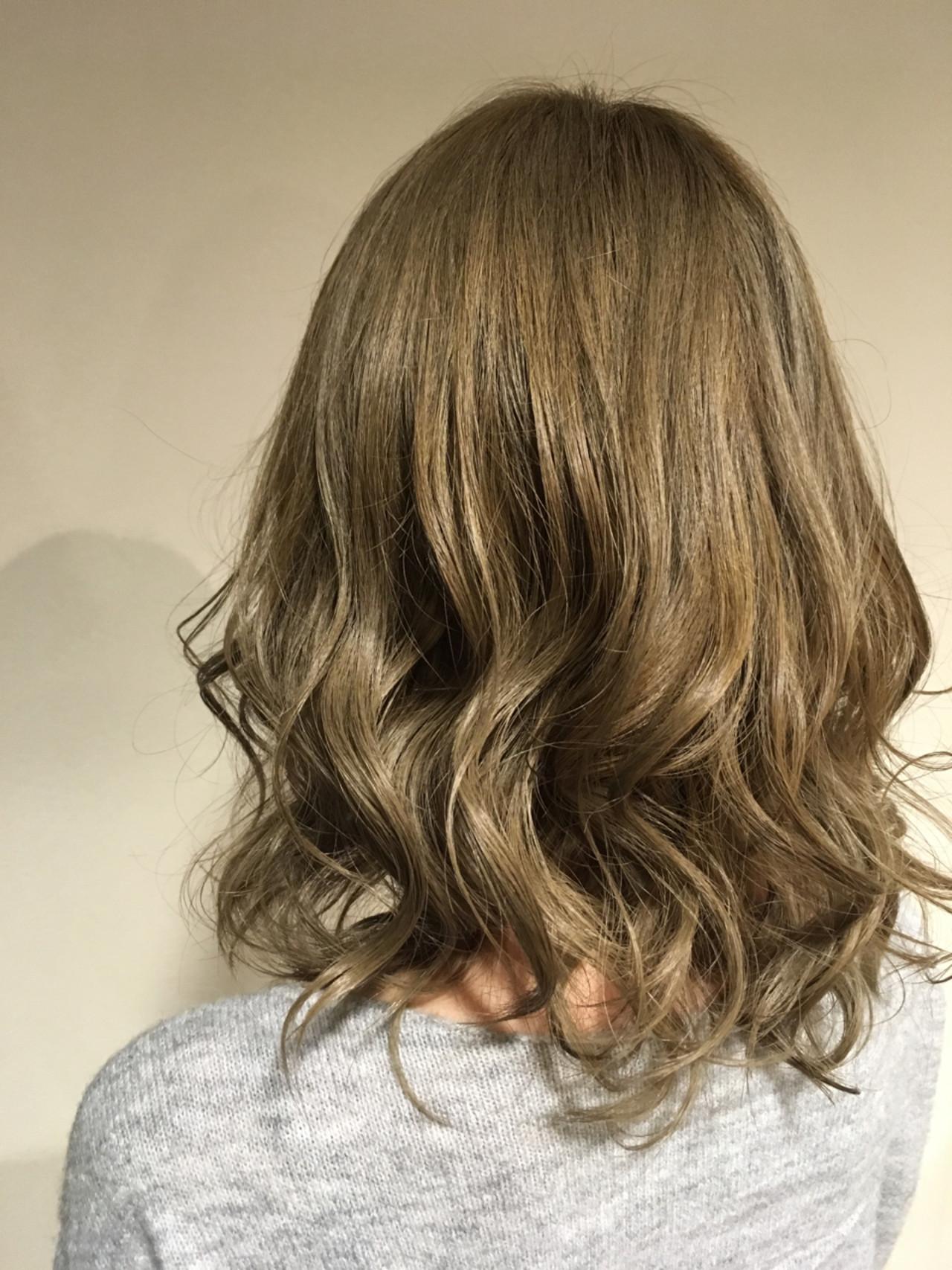 ハイトーン ミディアム イルミナカラー ナチュラル ヘアスタイルや髪型の写真・画像