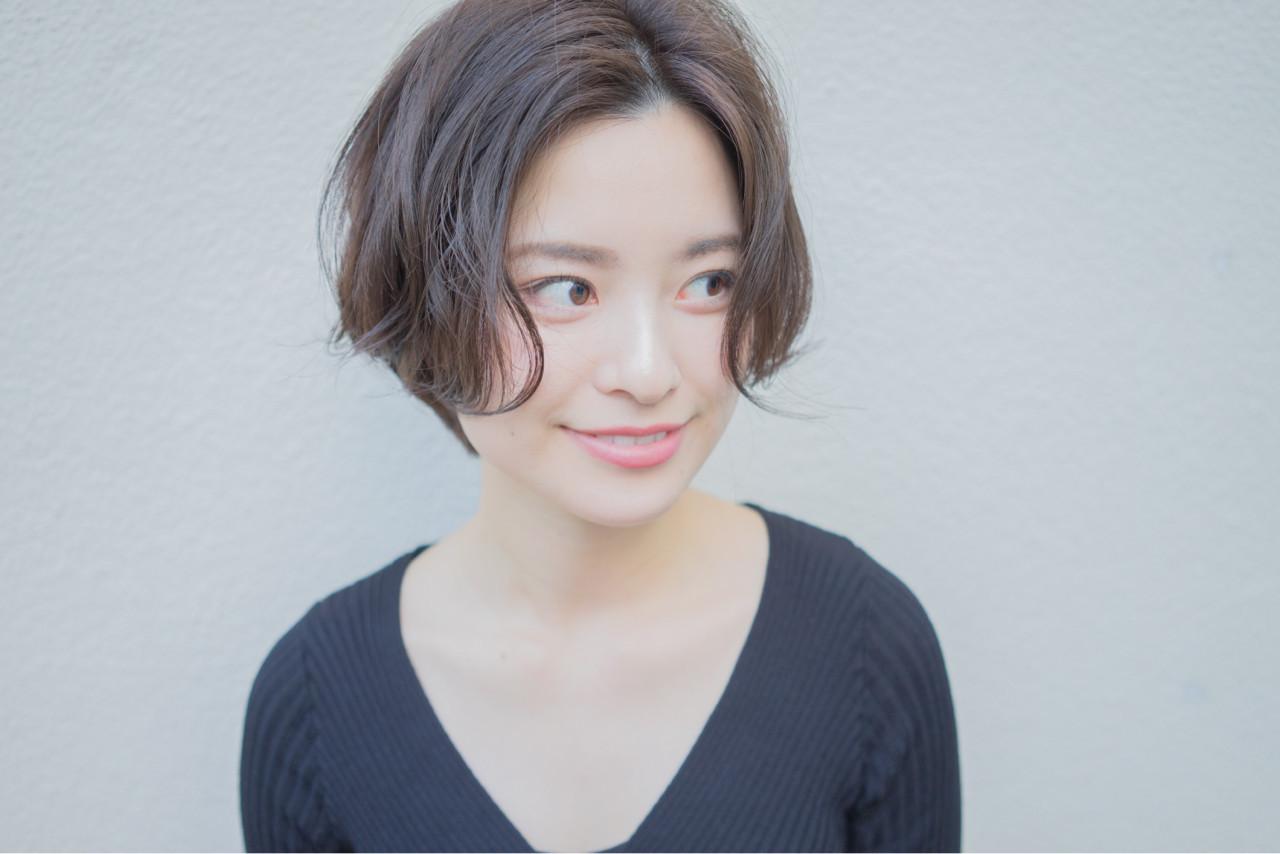 伸ばしかけ前髪はセンター分けで大人可愛く♡ショート×センター分け美人カタログ 祖父江基志