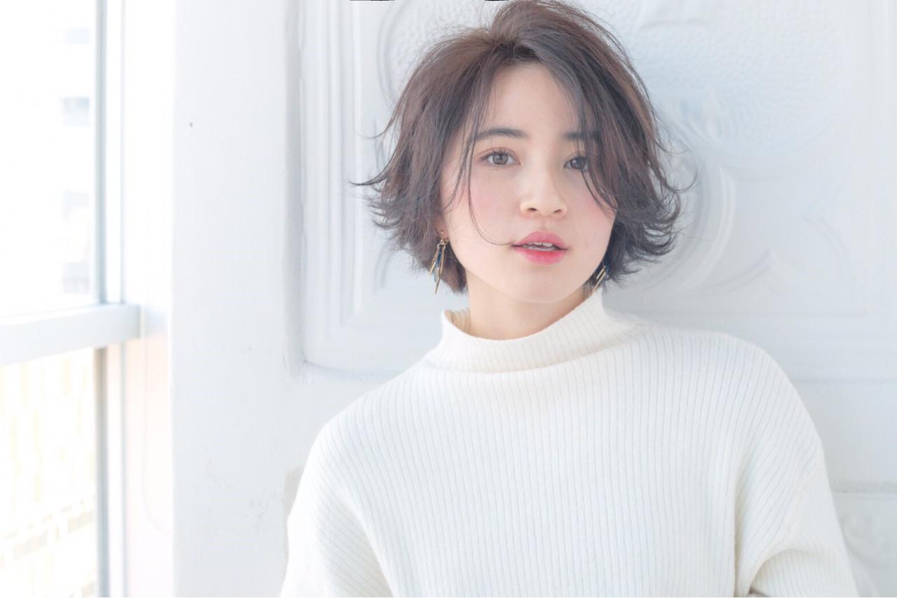 伸ばしかけ前髪はセンター分けで大人可愛く♡ショート×センター分け美人カタログ 菅沼宏恵