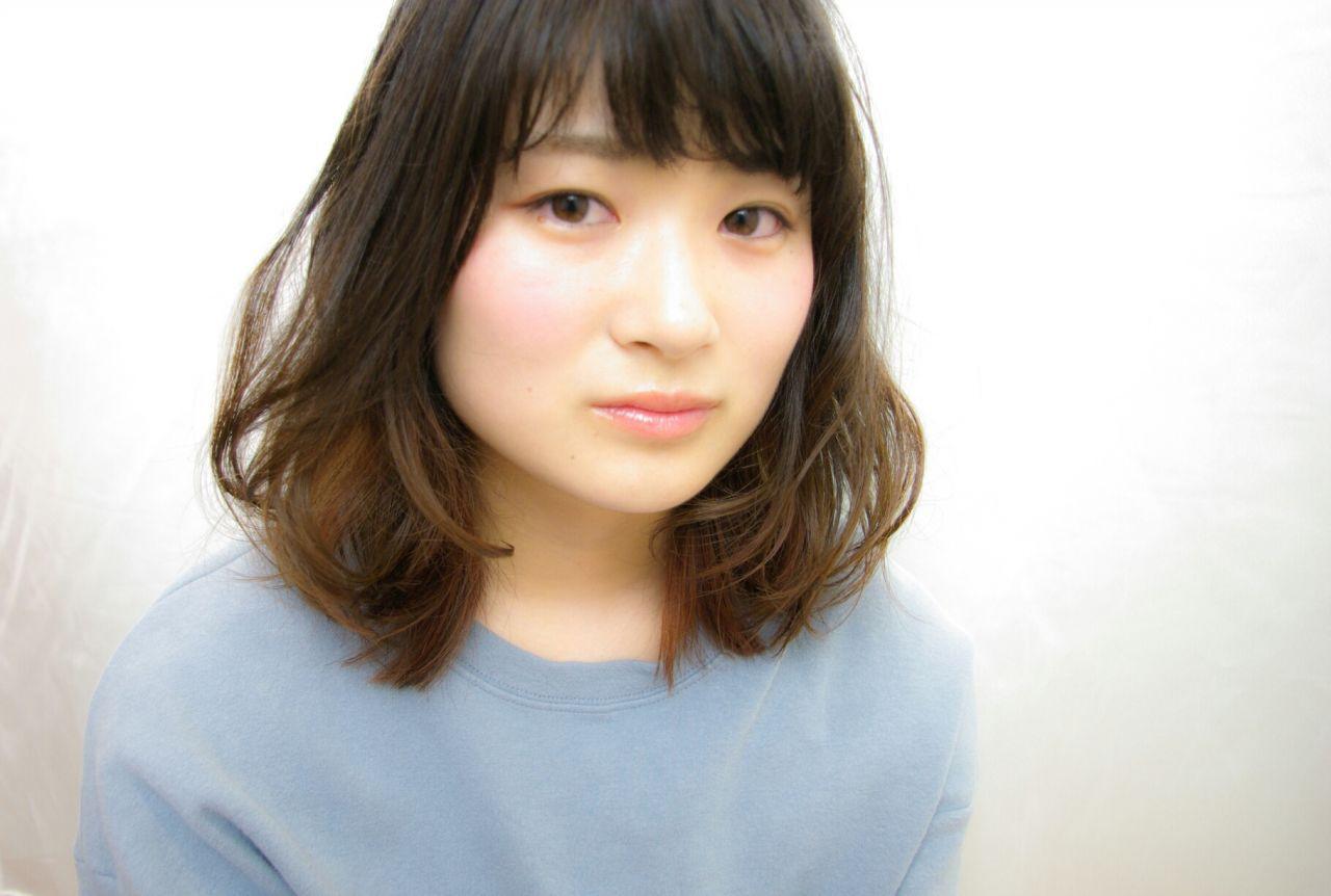 ミディアムヘアにインナーカラーをプラスして、アレンジの幅をもっと広げて♡ HidefumiNouchi
