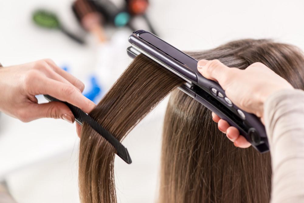 自分流は髪を傷める原因に!今さら聞けないヘアアイロンの正しい使い方