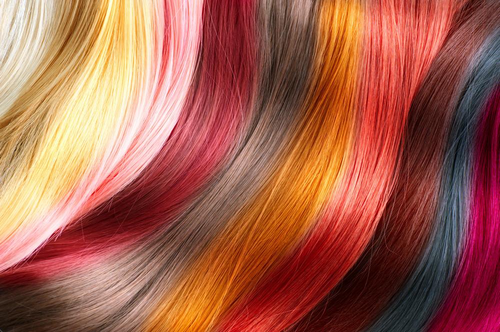 ミディアムヘアにインナーカラーをプラスして、アレンジの幅をもっと広げて♡