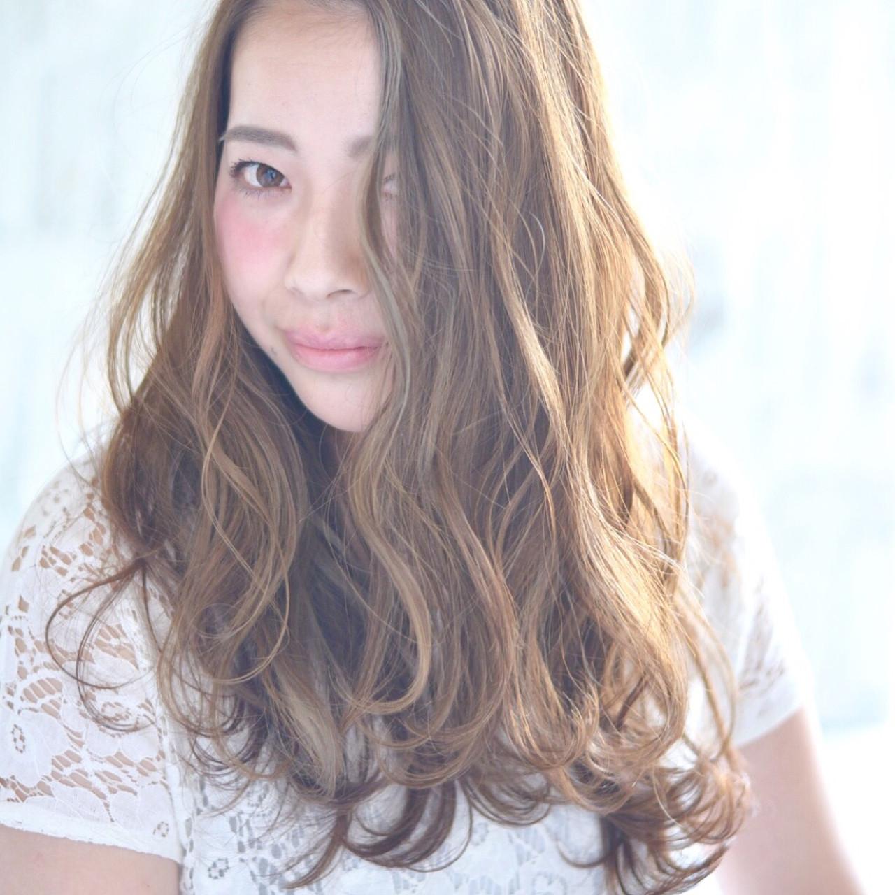 ハイライト アッシュグレージュ アッシュ ロング ヘアスタイルや髪型の写真・画像