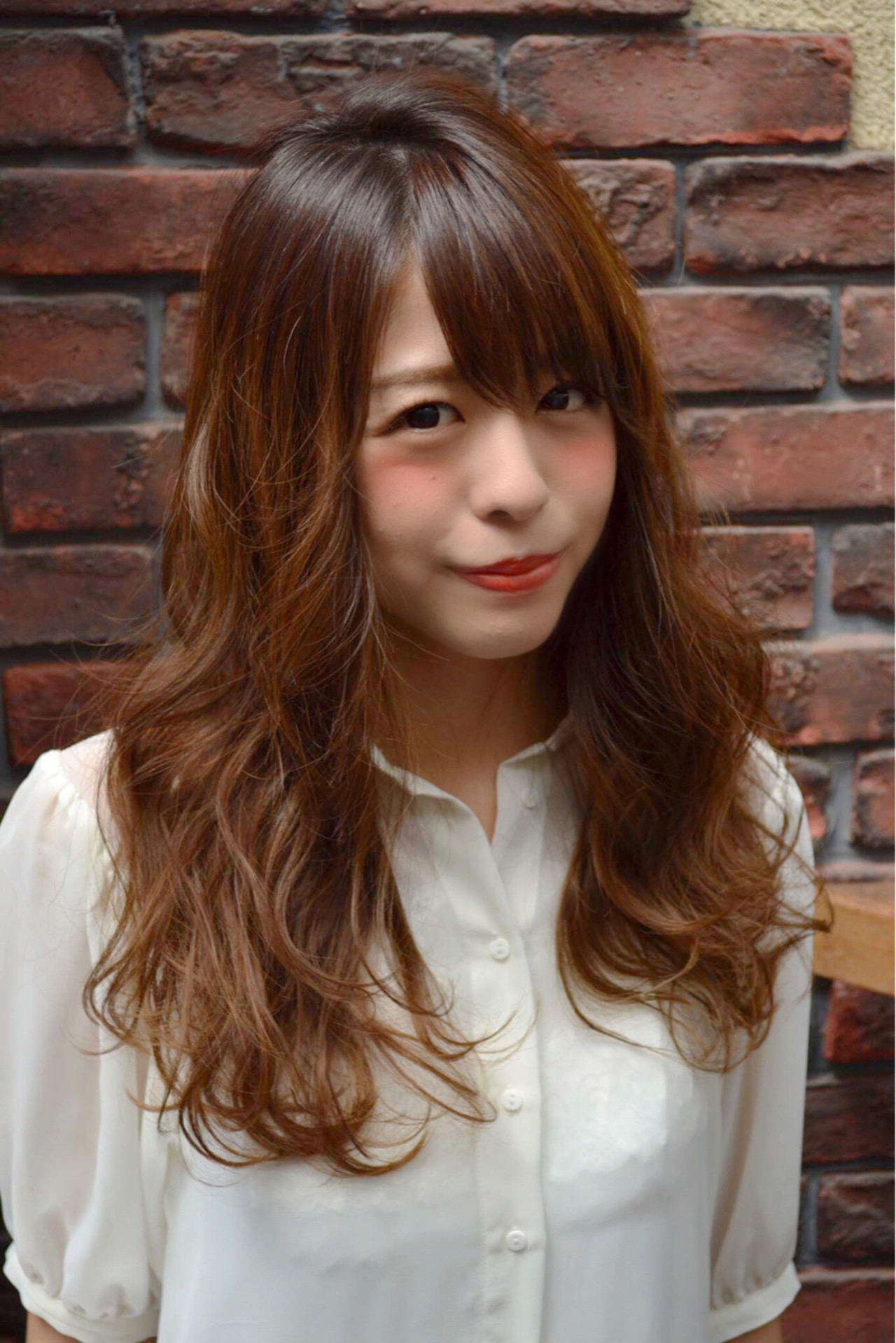 ゆるふわ グラデーションカラー ガーリー 流し前髪 ヘアスタイルや髪型の写真・画像