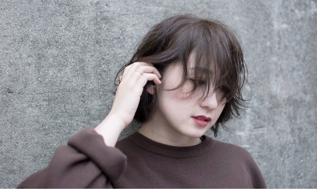 暗髪 アッシュグレージュ 無造作 グレージュ ヘアスタイルや髪型の写真・画像