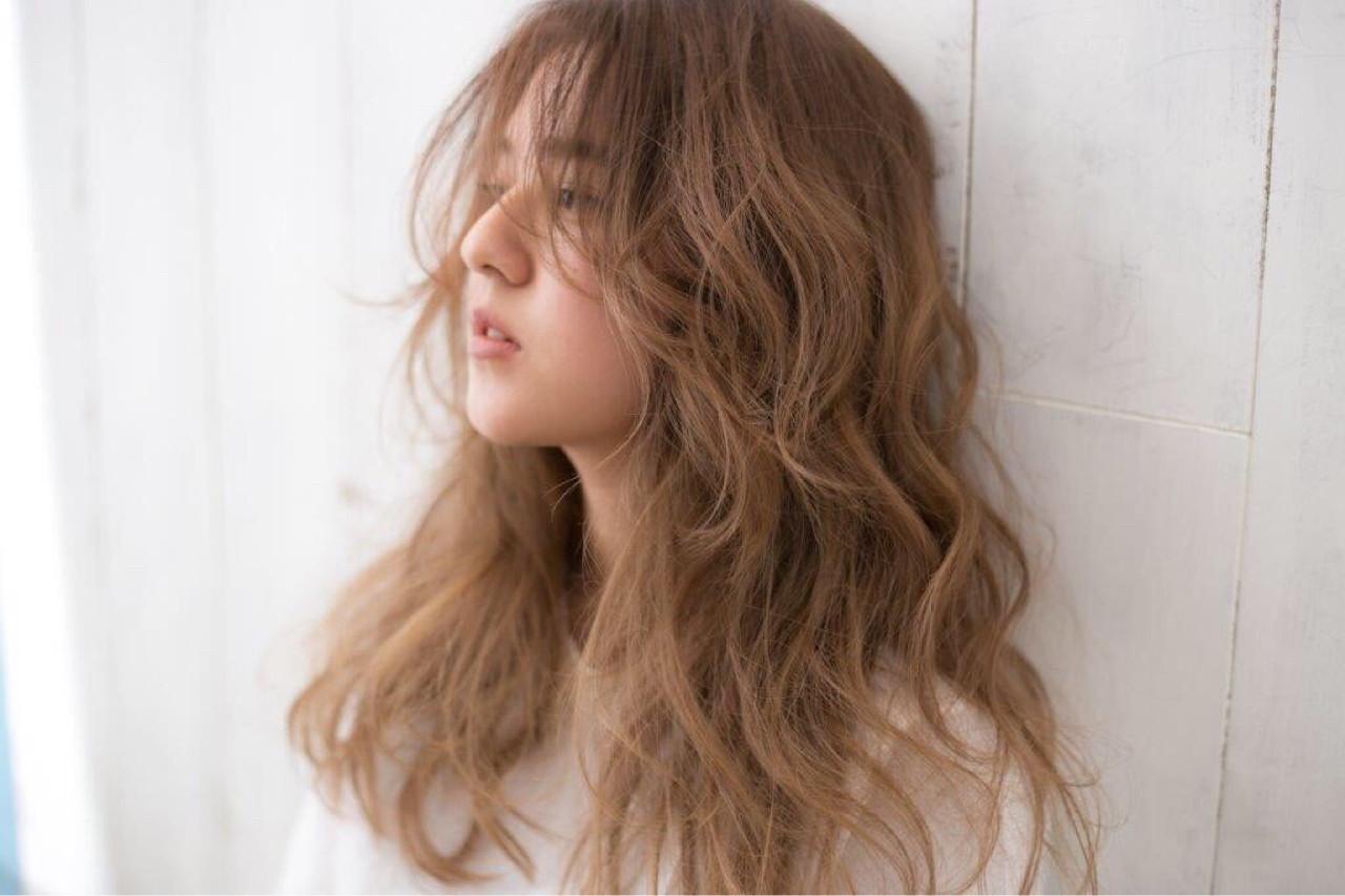 外国人風カラー センターパート ロング ナチュラル ヘアスタイルや髪型の写真・画像