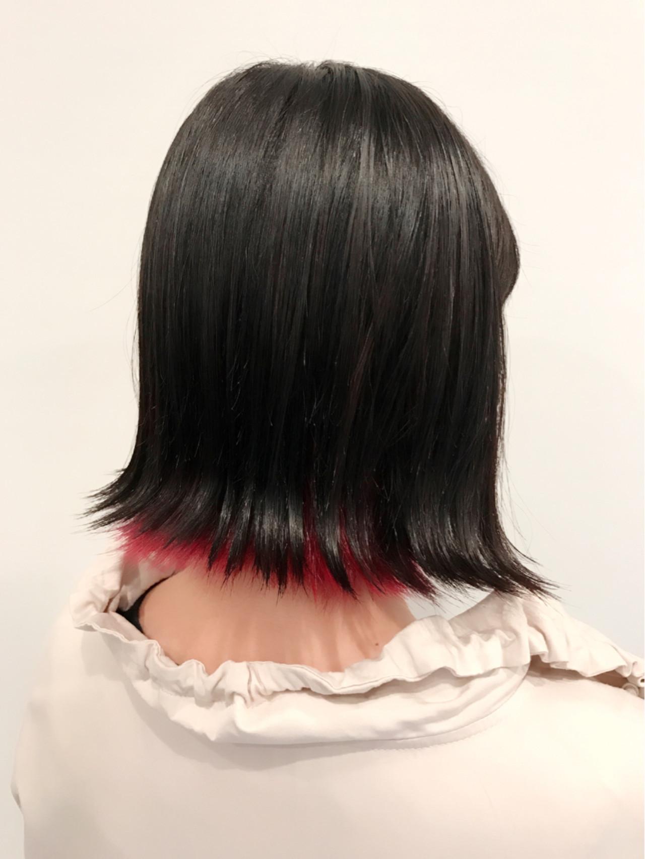 インナーカラー レッド ピンク 外ハネ ヘアスタイルや髪型の写真・画像