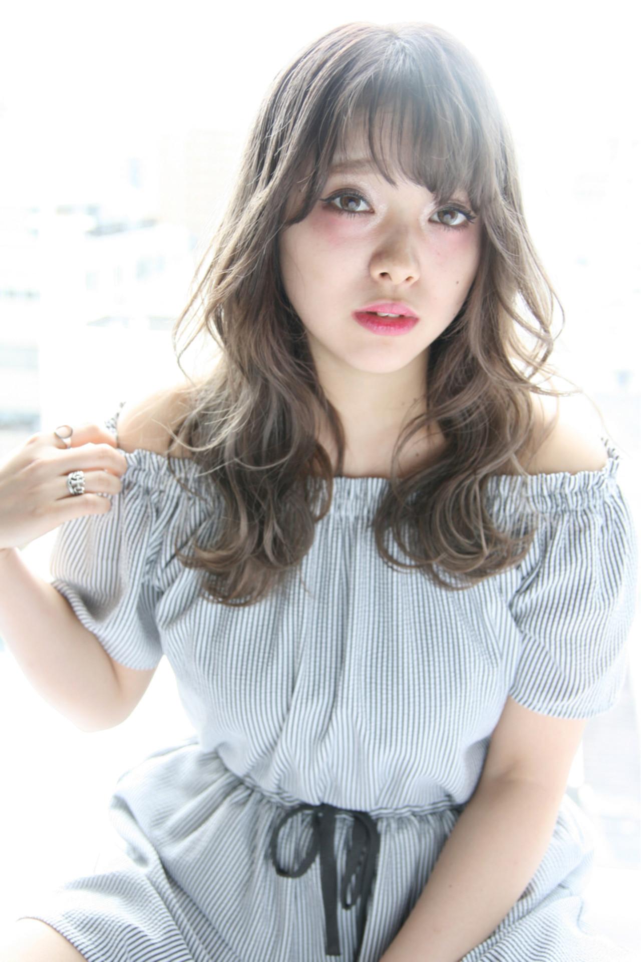 外国人風 グレーアッシュ セミロング ガーリー ヘアスタイルや髪型の写真・画像