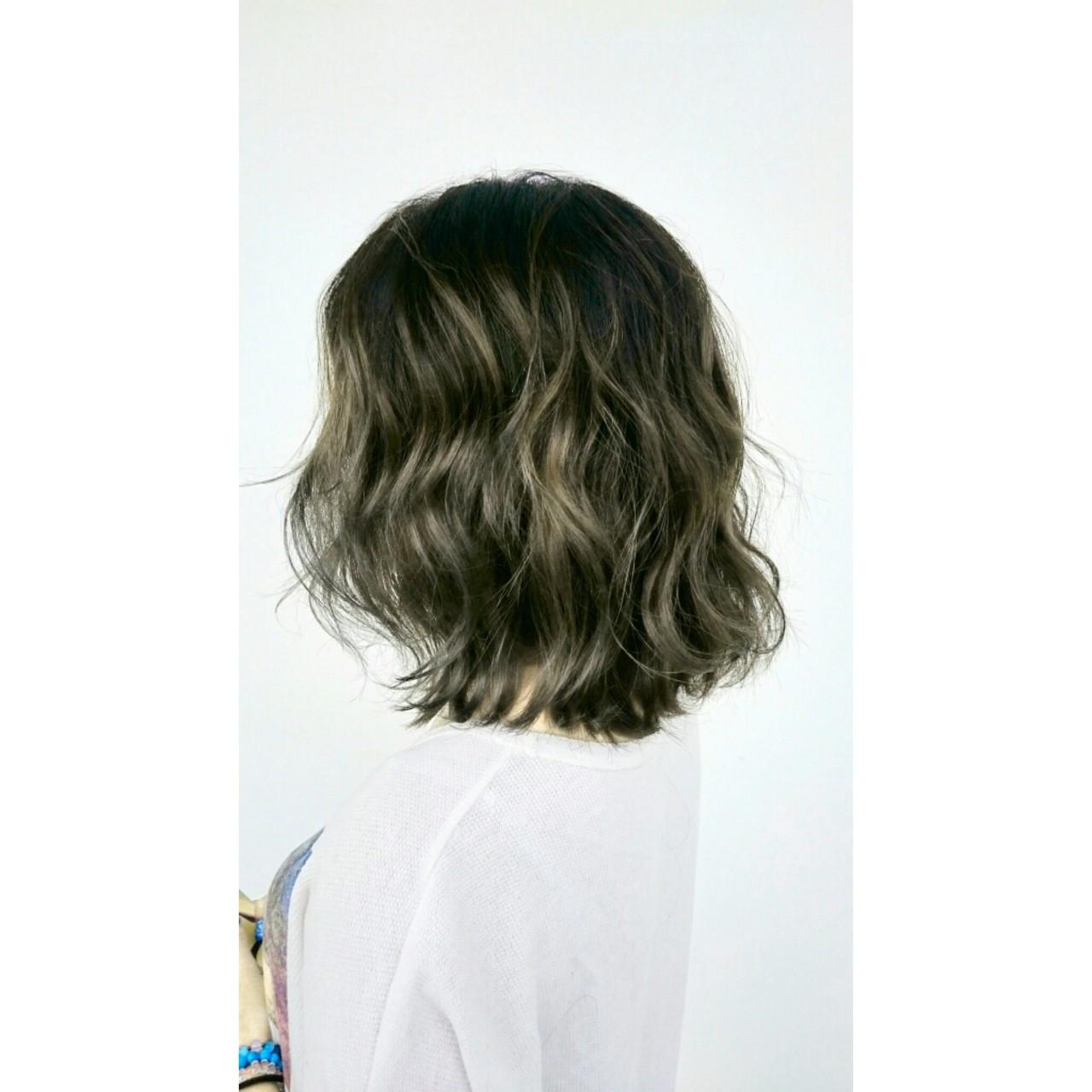 カーキアッシュ ストリート 波ウェーブ ボブ ヘアスタイルや髪型の写真・画像
