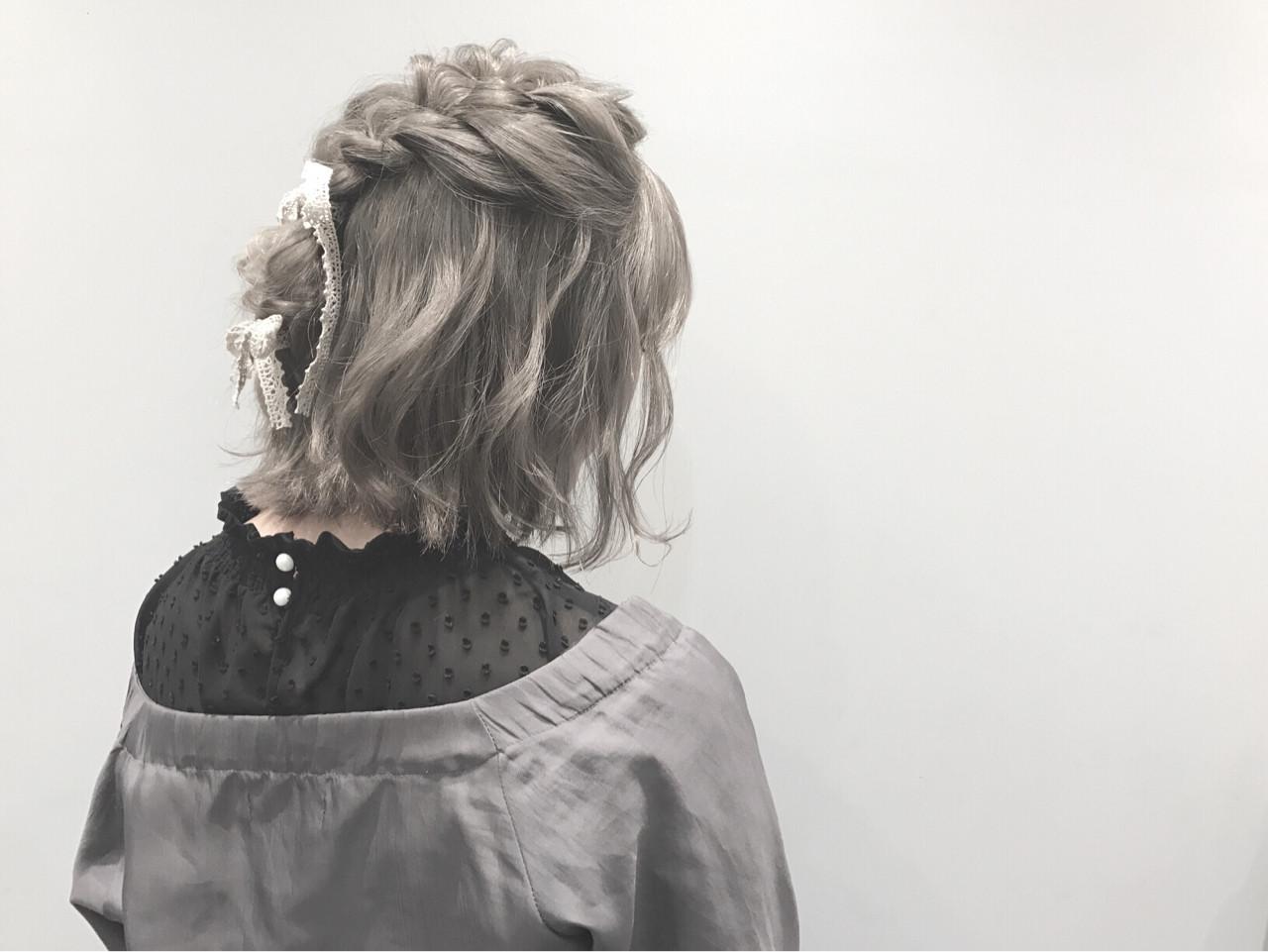 ヘアアレンジ アッシュグレー ハイトーン グレー ヘアスタイルや髪型の写真・画像