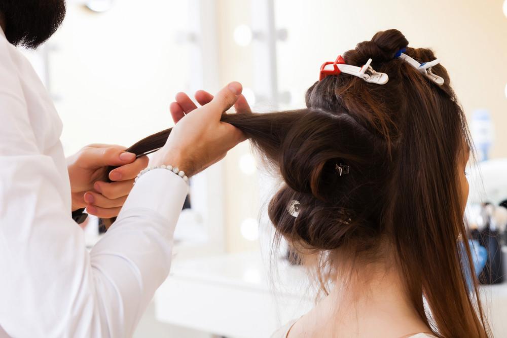 ミディアム女子は内巻きヘアで大人の女っぷりアップ!