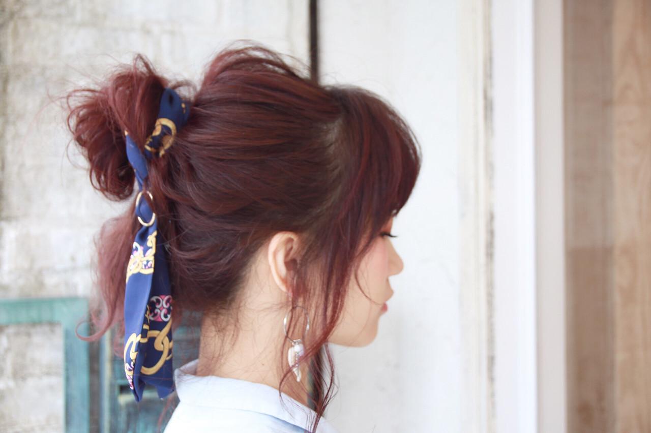 ヘアアクセ ヘアアレンジ フェミニン ベージュ ヘアスタイルや髪型の写真・画像