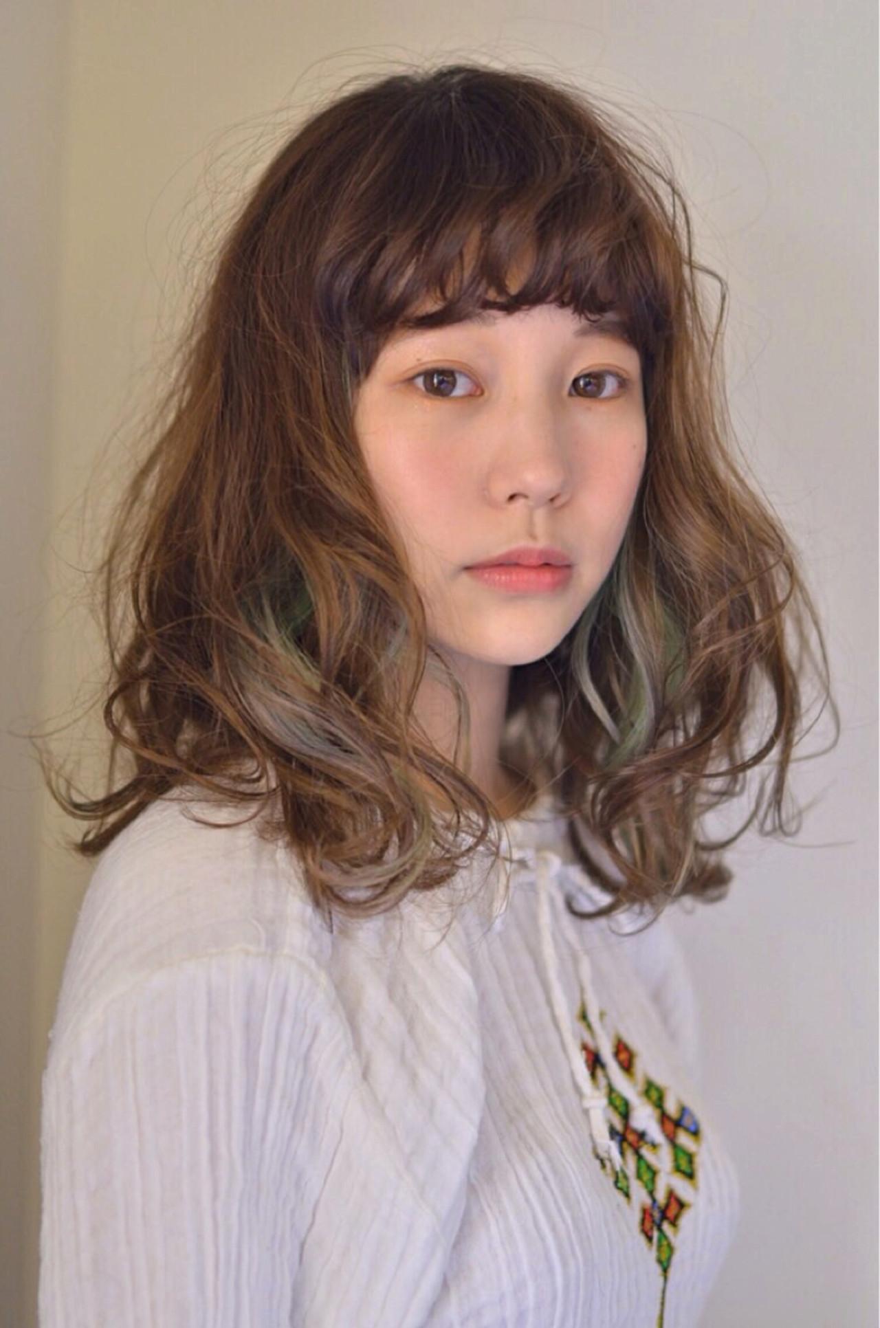 ニュアンス アッシュ インナーカラー ミディアム ヘアスタイルや髪型の写真・画像
