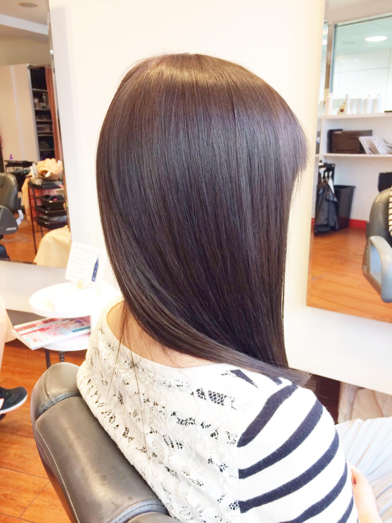 大人女子 アッシュベージュ 艶髪 ストレート ヘアスタイルや髪型の写真・画像