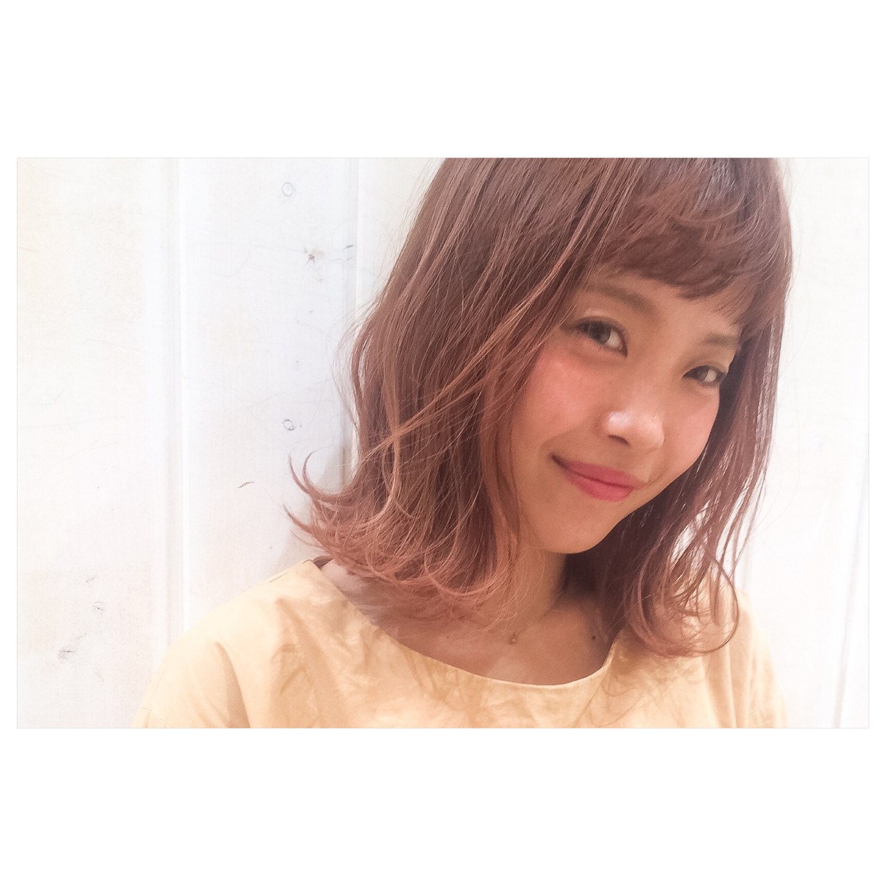 ピンク ミディアム ベージュ 外ハネ ヘアスタイルや髪型の写真・画像