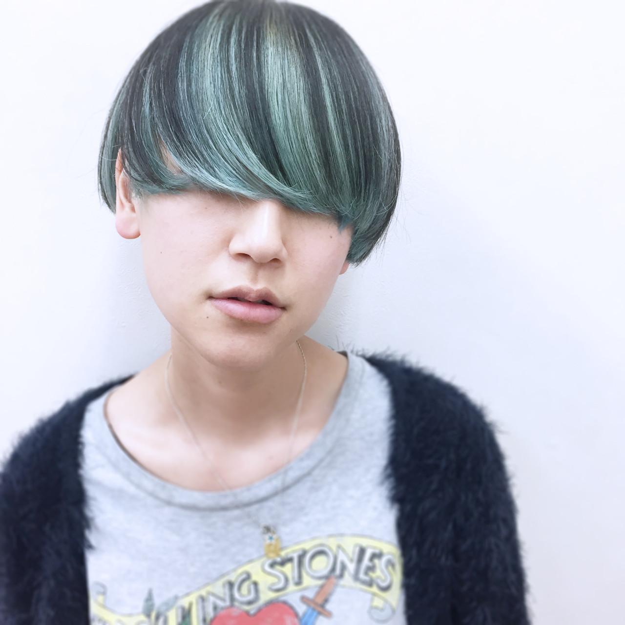ストレート ショート ローライト ハイトーン ヘアスタイルや髪型の写真・画像