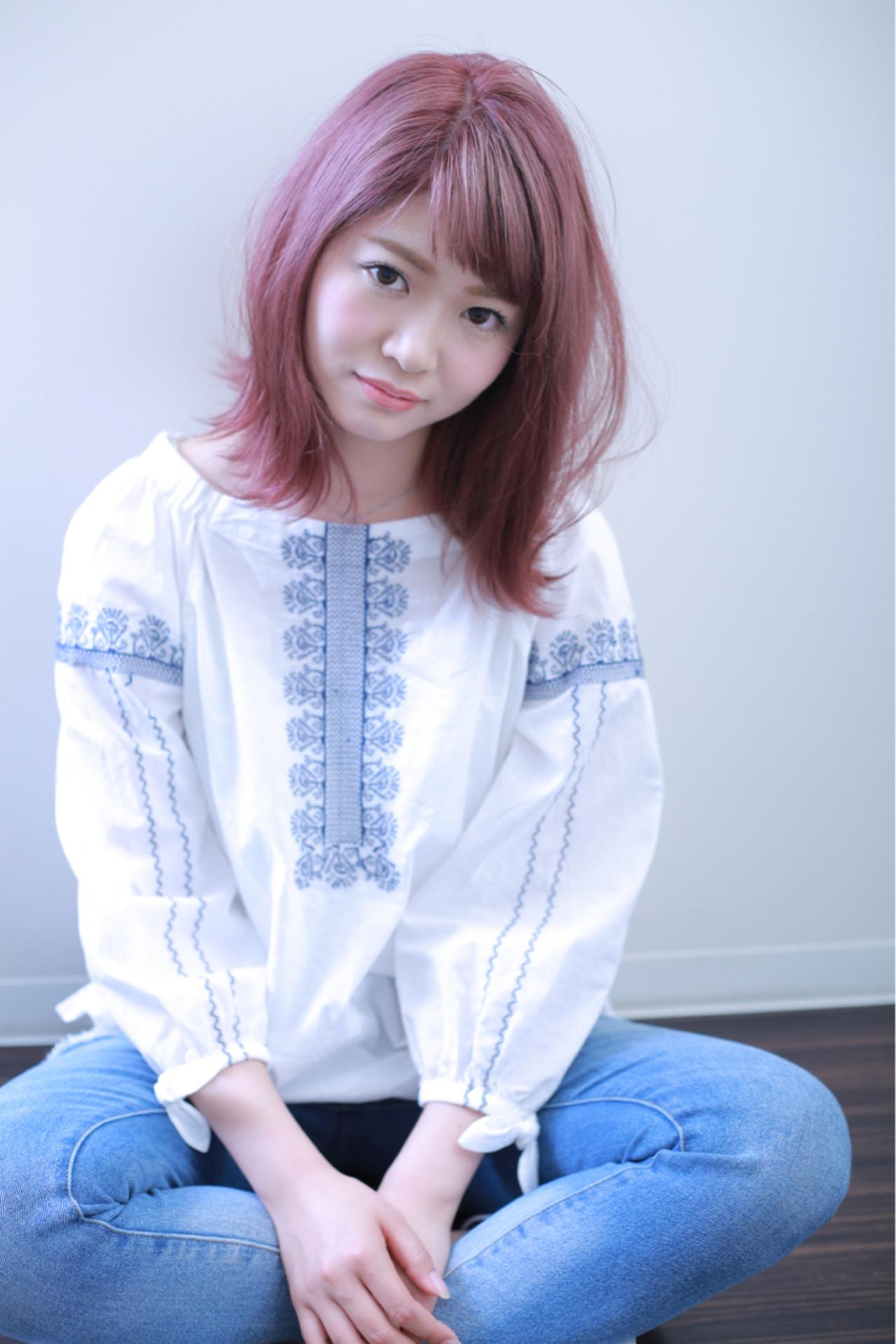 外国人風カラー ミディアム ピンク ガーリー ヘアスタイルや髪型の写真・画像