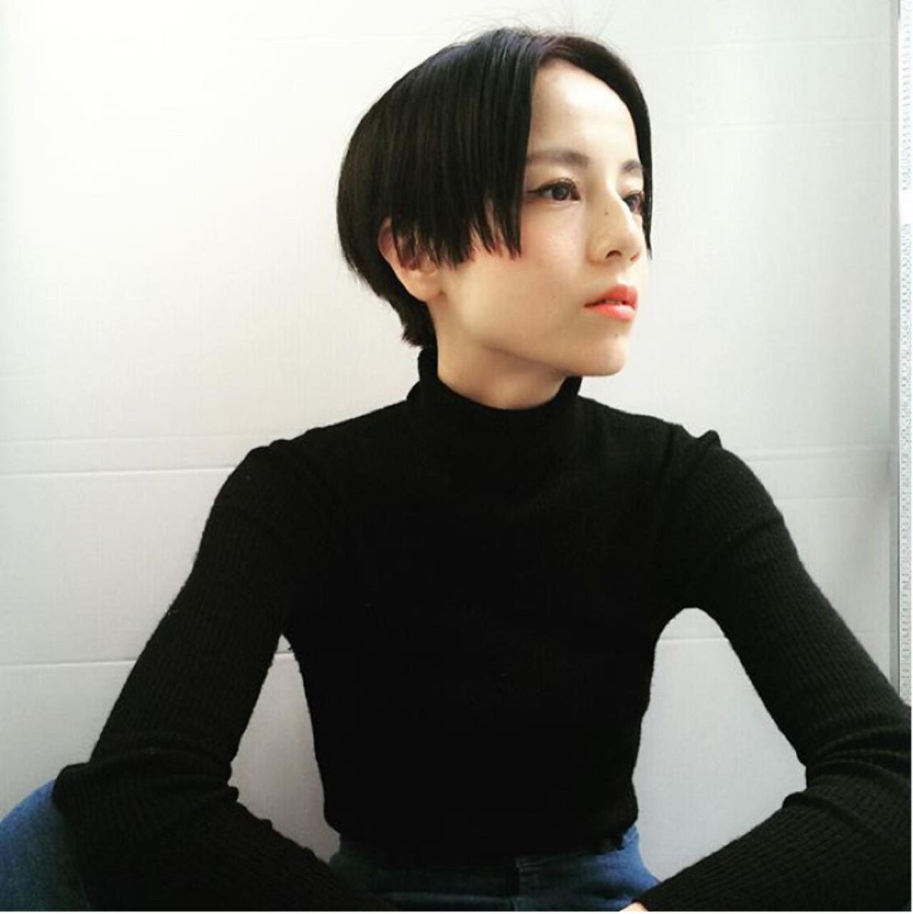 ナチュラル 暗髪 ウェットヘア センターパート ヘアスタイルや髪型の写真・画像