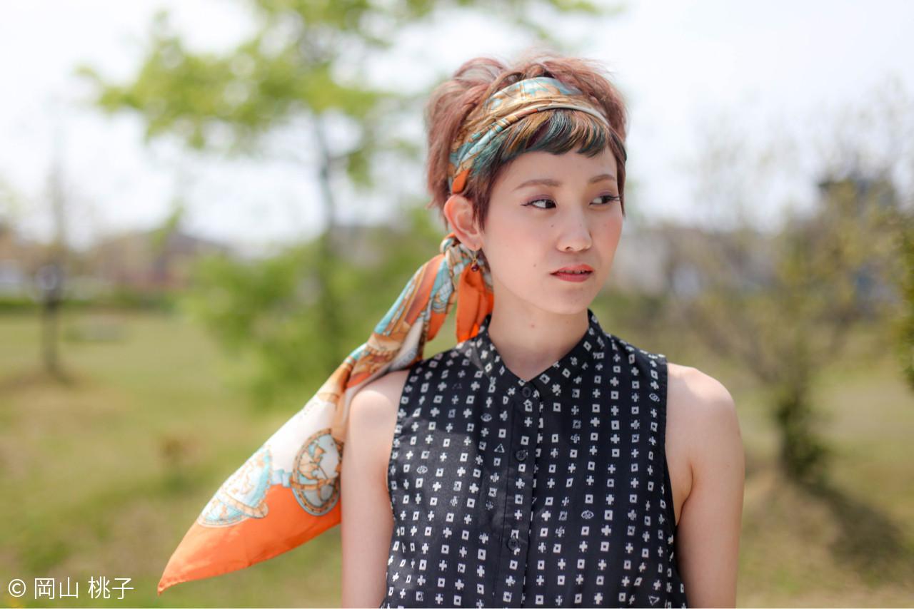 シンプルファッションにマッチ!バンダナを使ったおすすめヘアアレンジ 岡山 桃子