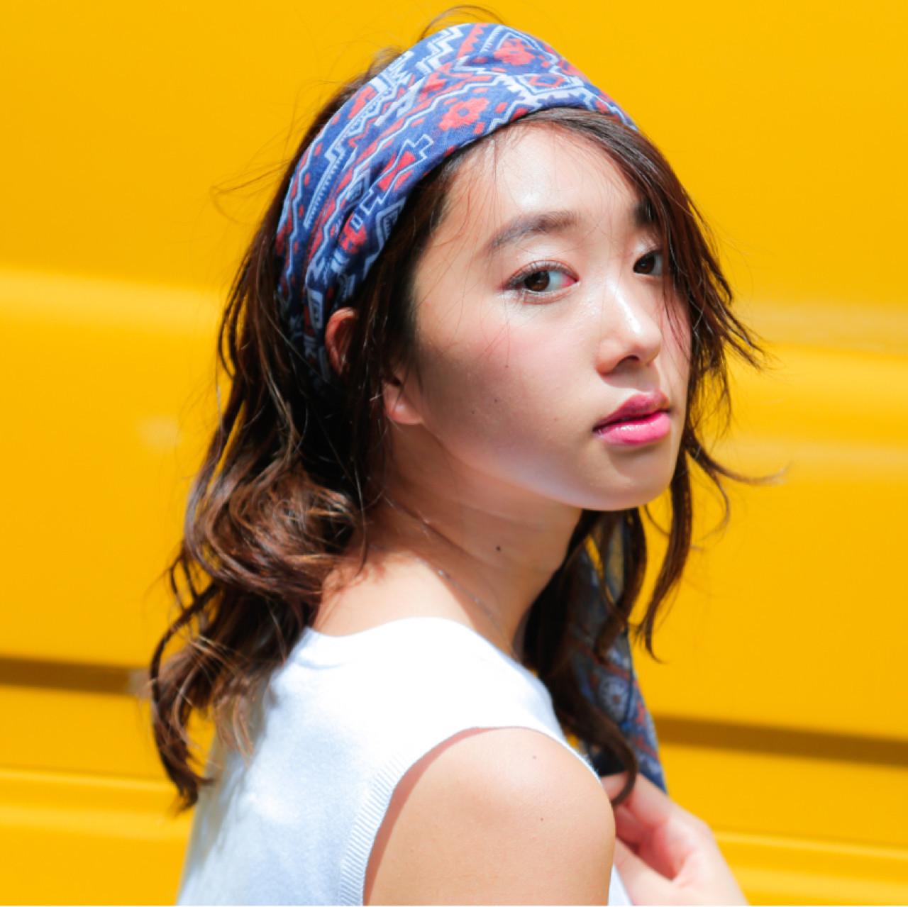 シンプルファッションにマッチ!バンダナを使ったおすすめヘアアレンジ 宮島利沙
