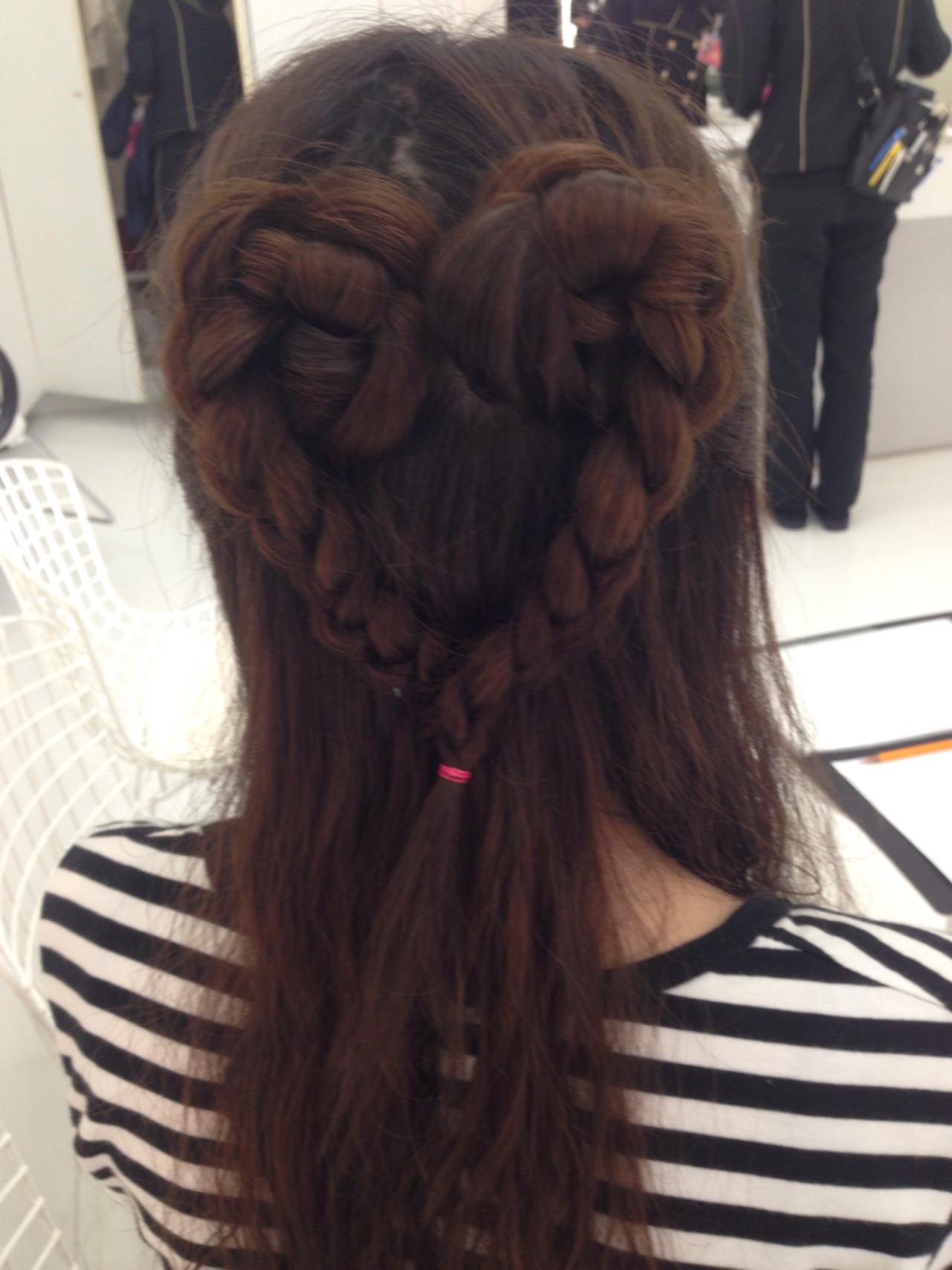 ハートモチーフでガーリーに♡とびきり可愛くなれちゃうハートのヘアアレンジ10選 志織