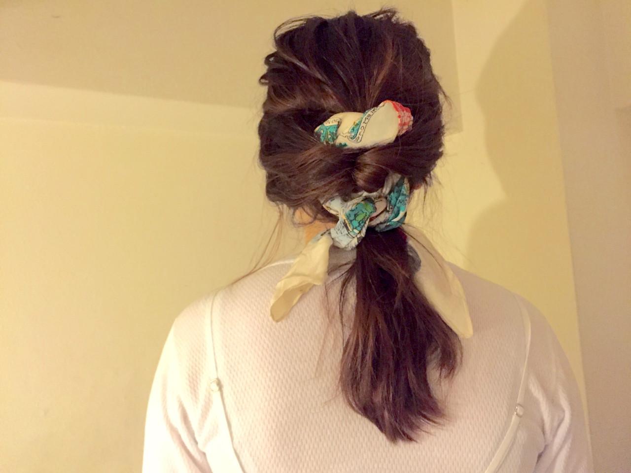 シンプルファッションにマッチ!バンダナを使ったおすすめヘアアレンジ 中川芽衣 | LUCAS