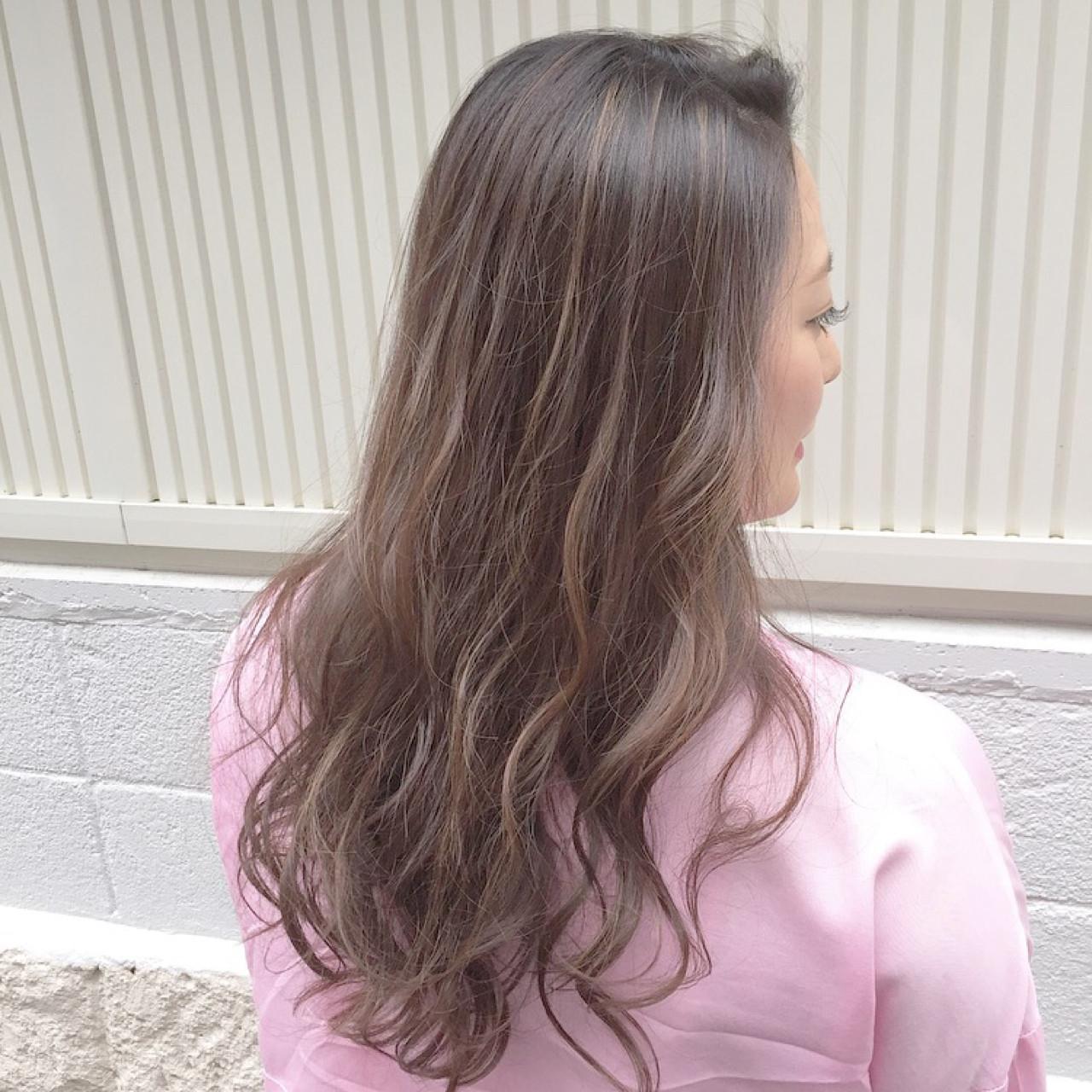 フェミニン インナーカラー ナチュラル セミロング ヘアスタイルや髪型の写真・画像