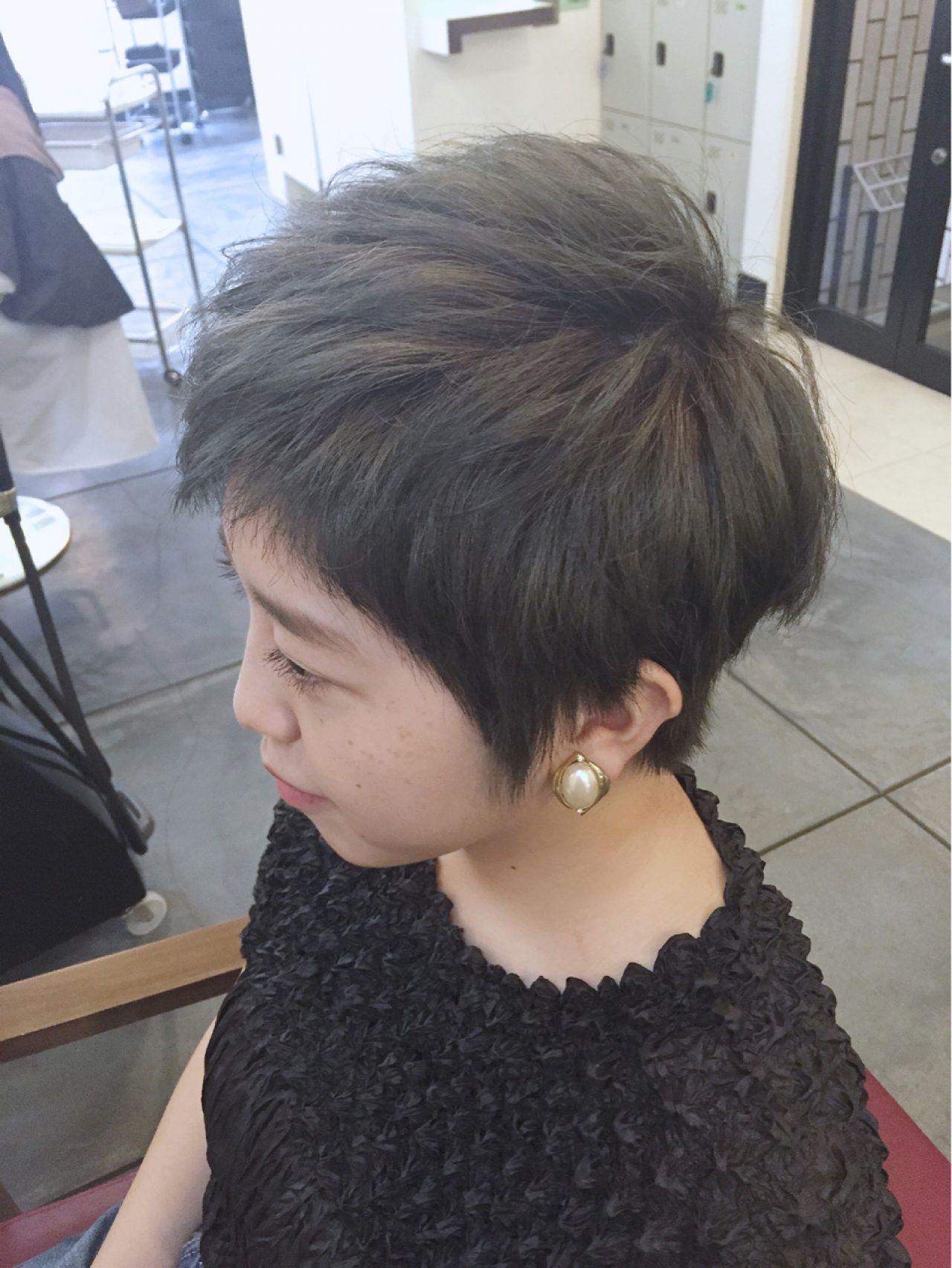 グレージュ ショート ダークアッシュ ストリート ヘアスタイルや髪型の写真・画像