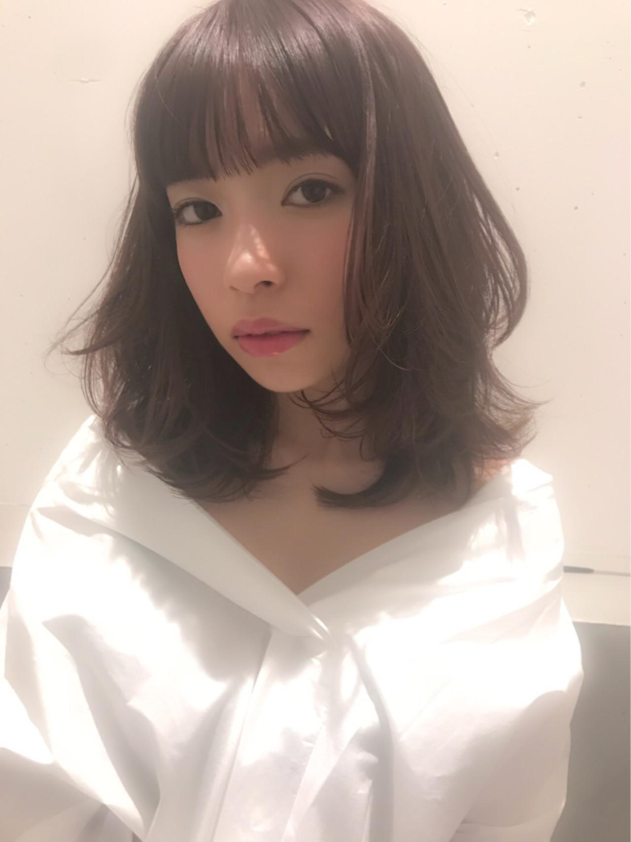 おフェロ レイヤーカット ミディアム ピンクアッシュ ヘアスタイルや髪型の写真・画像