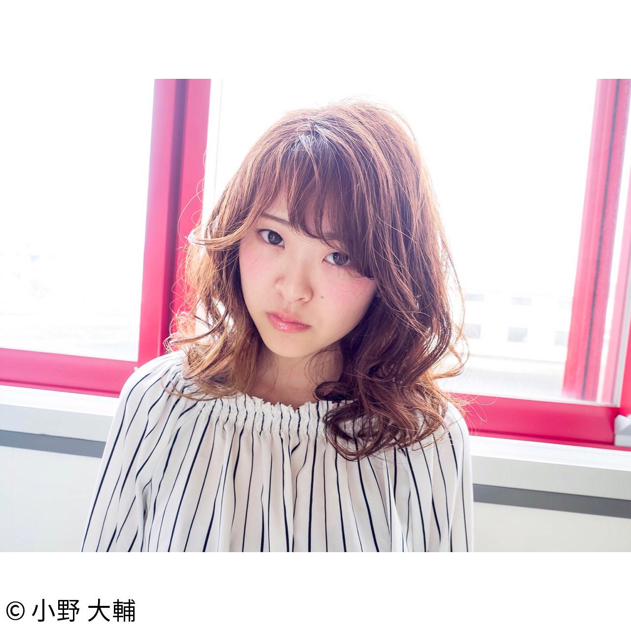 ミディアム おフェロ レイヤーカット 透明感 ヘアスタイルや髪型の写真・画像