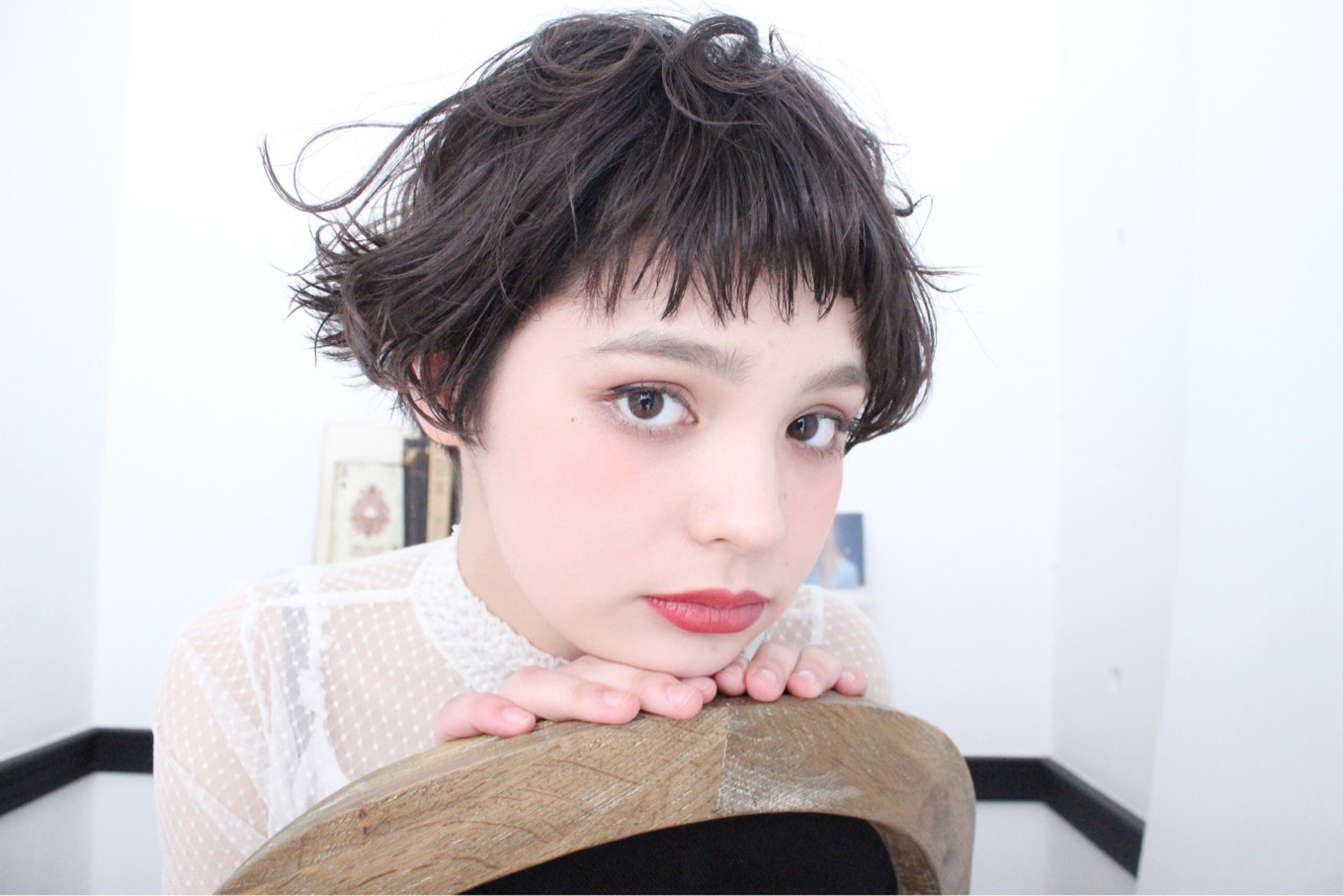 色気 外国人風 ナチュラル アッシュ ヘアスタイルや髪型の写真・画像