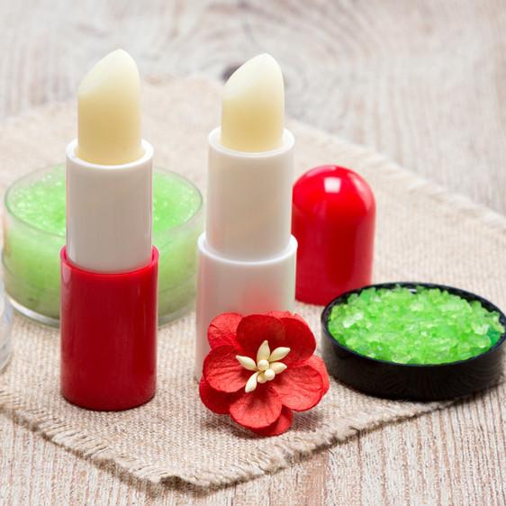 毎日唇のケアしてる?唇の荒れや乾燥対策にはリップクリームがマスト