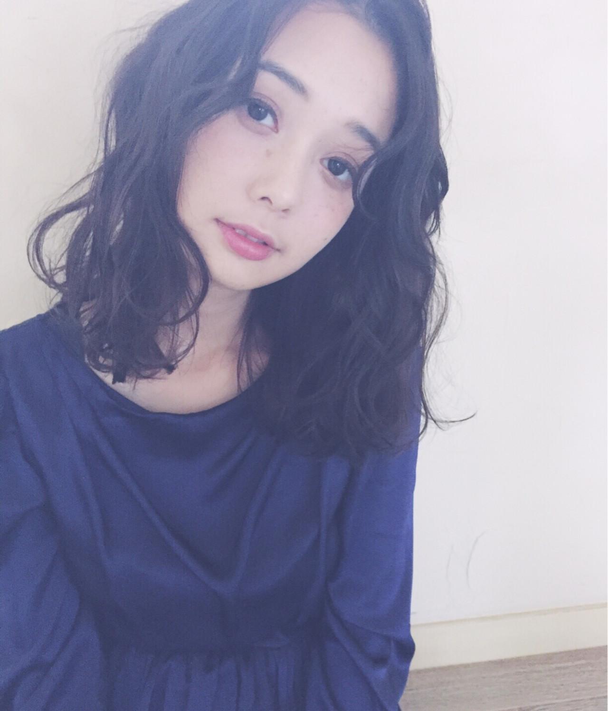 外国人風 大人女子 ミディアム ウェーブ ヘアスタイルや髪型の写真・画像